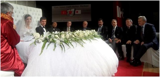 Başbakan ın yeğeni evlendi