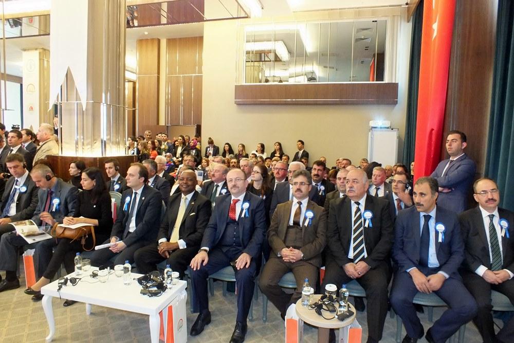 Genel Başkan Çelik, stant ziyaretlerinde Bakan Çelik e eşlik etti.