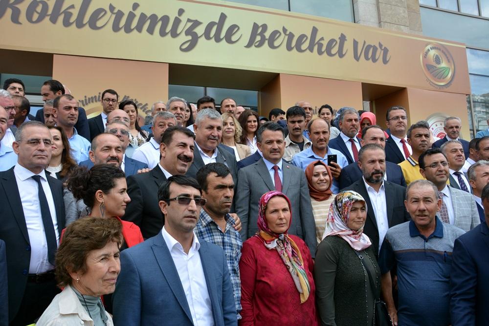 BAKAN PAKDEMİRLİ NİN KATILIMIYLA 3.TARIM ORMAN ŞURASINA START VERİLDİ